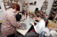 Zajęcia w pracowni ceramiki - link do artykuły Z życia NGO